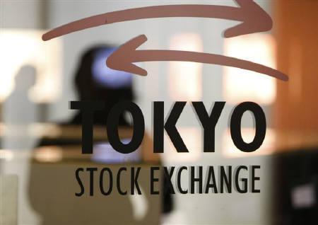 7月16日、来週の東京株式相場は、レンジ内で一進一退と予想されている。写真は2008年10月、東京証券取引所で(2010年 ロイター/Issei Kato)