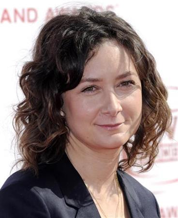 Actress Sara Gilbert arrives at the 6th Annual TV Land Awards in Santa Monica, California June 8, 2008. REUTERS/Chris Pizzello