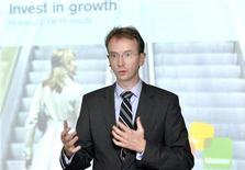 """<p>Benoit Scheen, directeur général de Mobistar. Le deuxième opérateur mobile belge, majoritairement détenu par France Télécom, a relevé ses prévisions pour l'ensemble de 2010, à la suite d'une augmentation du nombre de clients utilisant ses services d'internet mobile ainsi que des ventes soutenues de """"smartphones"""" au cours du premier semestre. /Photo prise le 11 février 2010/REUTERS/Eric Vidal</p>"""