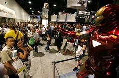 <p>Mannequin grandeur nature à l'effigie d'Iron Man lors du salon Comic-Con International de San Diego. Nombre de super héros de bandes dessinées américaines entament une nouvelle carrière grâce aux consoles de jeux vidéo, n'ayant donc plus à attendre que Hollywood s'intéresse à leur sort pour porter leurs aventures à l'écran. /Photo prise le 21 juillet 2010/REUTERS/Mike Blake</p>