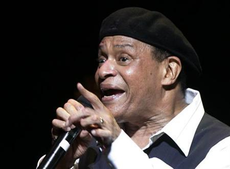 U.S. musician Al Jarreau performs on stage at the Vienna State Opera House as part of the annual Vienna Jazz Festival July 5, 2007. REUTERS/Herwig Prammer