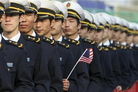 Chinese sailors prepare to welcome U.S. Coast Guard's Cutter Rush at the Shanghai Yangtze River port, November 1, 2009. C REUTERS/Aly Song