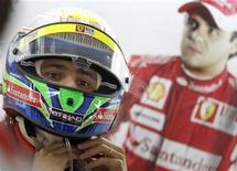 <p>O piloto brasileiro Felipe Massa foi criticado por ter aceitado ordem da Ferrari para que deixasse o colega Fernando Alonso ultrapassá-lo na corrida do último domingo, em Hockenheimring. 24/07/2010 REUTERS/Thomas Bohlen</p>