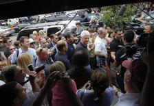 <p>El ex presidente de Estados Unidos, Bill Clinton, llega a Rhinebeck, lugar donde su hija se casará este fin de semana. Nueva York, Jul 30 2010. A un día de la boda multimillonaria de Chelsea Clinton, la pequeña localidad de Rhinebeck, a unos 160 kilómetros al norte de la ciudad de Nueva York, bullía con actividades el viernes. REUTERS/Jessica Rinaldi</p>