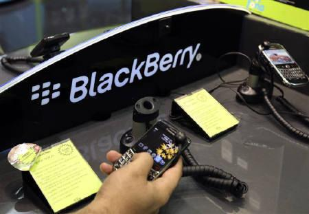 A man tests a BlackBerry smart phone at a shopping mall in Dubai August 1, 2010. Over a million BlackBerry users face being cut off from key services in Saudi Arabia and the UAE after authorities stepped up demands on maker Research In Motion for access to encrypted messages sent on the smartphone. REUTERS/Mosab Omar