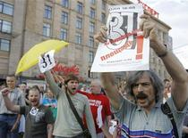 """<p>Марш """"несогласных"""" в Москве 31 июля 2010 года. Российская милиция в очередной раз жестко разогнала """"несогласных"""", вышедших по традиции на центральные площади двух столиц в последний день месяца в защиту 31-й статьи Конституции, закрепившей за гражданами свободу собраний. REUTERS/Denis Sinyakov</p>"""