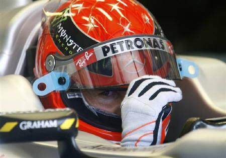 F1=シューマッハー、危険な幅寄せ行為を謝罪