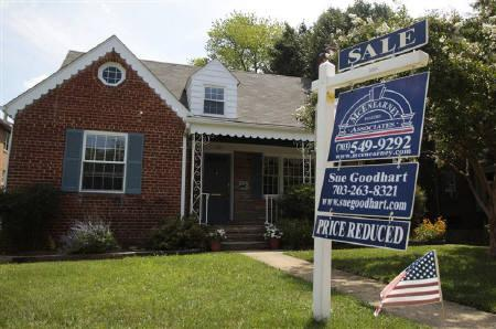 A 'sale' sign advertises a home in Alexandria, Virginia July 22, 2010. REUTERS/Molly Riley/Files