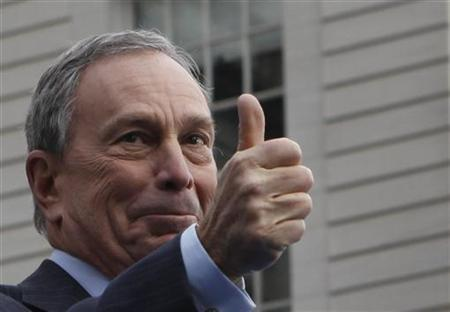 Mayor Michael Bloomberg gestures to the crowd after taking the Oath of Office during his inauguration at New York's City Hall, January 1, 2010. REUTERS/Jessica Rinaldi