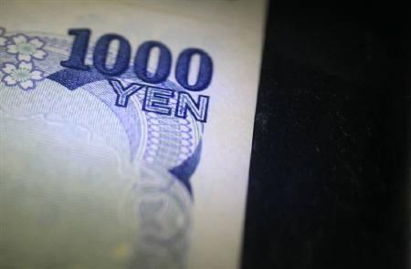 8月11日、ユーロ圏当局者は、円高抑制に向けた日本の為替介入は欧州で歓迎されないとの見方を表明。写真は日銀の通貨博物館に展示されている1000円札。2月撮影(2010年 ロイター/Kim Kyung-Hoon)