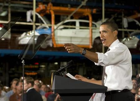 President Barack Obama talks with workers about the economy as he visits the Lordstown Complex General Motors Plant in Warren, Ohio, September 15, 2009. REUTERS/Larry Downing