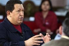 """<p>Foto de archivo del mandatario venezolano, Hugo Chávez, durante la grabación de su semanario """"Aló Presidente"""" en Caracas, ago 8 2010. Foto de archivo del mandatario venezolano, Hugo Chávez, durante la grabación de su semanario """"Aló Presidente"""" en Caracas, ago 8 2010 REUTERS/Miraflores Palace/Handout</p>"""