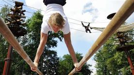 <p>Les orangs-outangs du zoo de Rhenen, aux Pays-Bas, ont perdu le goût de se balancer dans les arbres. L'ancien champion olympique de gymnastique Epke Zonderland (photo) se fait fort de le leur redonner. /Photo prise le 13 août 2010/REUTERS/Robin van Lonkhuijsen/United Photos</p>
