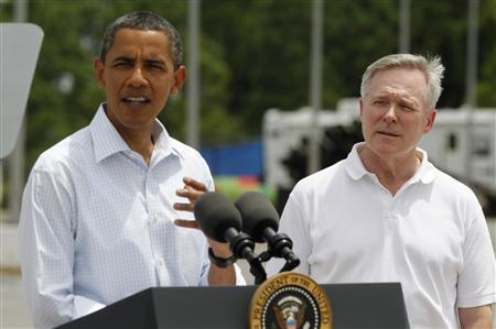 U.S. Secretary of the Navy Ray Mabus (R) watches on as U.S. President Barack Obama delivers a statement on the Gulf Coast oil spill in Panama City, Florida, August 14, 2010. REUTERS/Jason Reed