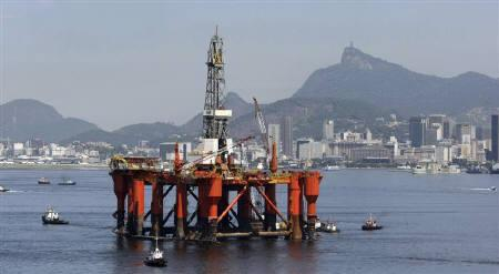 A Petrobras Oil platform is seen at Guabanara bay in Rio de Janeiro, March 26, 2010. REUTERS/Bruno Domingos/Files