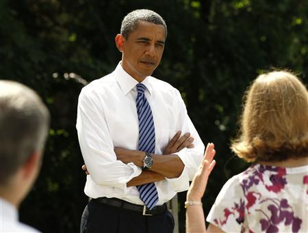 President Barack Obama talks about the economy with local families while in Columbus, Ohio, August 18, 2010. REUTERS/Larry Downing