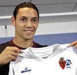 <p>Ricardo Oliveria, durante apresentação pelo Real Zaragoza, em 2007: clube acertou pagamento ao Milan pela contratação do brasileiro. 23/07/07 REUTERS/Luis Correas</p>