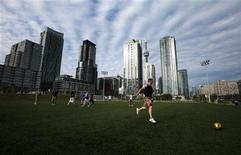 <p>People play a game of pickup soccer in downtown Toronto May 18, 2010. REUTERS/Mark Blinch</p>