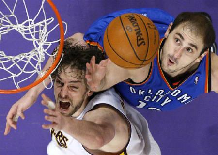 Los Angeles Lakers Pau Gasol (L) of Spain fights for a rebound with Oklahoma City Thunder's Nenad Krstic of Serbia during Game 1 of their NBA Western Conference playoff series in Los Angeles, in this April 18, 2010 file photo. REUTERS/Lucy Nicholson