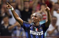 <p>Samuel Eto'o, da Inter de Milão, comemora gol contra a Roma em partida pela Supercopa italiana no estádio de San Siro, Milão, 21 de agosto de 2010. REUTERS/Giampiero Sposito</p>