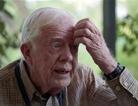 <p>Бывший президент США Джимми Картер дает интервью Рейтер в городе Джуба, Судан, 13 апреля 2010 года. Бывший президент США Джимми Картер намерен в ближайшие дни поехать в Северную Корею в попытке добиться освобождения гражданина США, обвиненного в незаконном пересечении границы, сообщили СМИ во вторник. REUTERS/Goran Tomasevic</p>