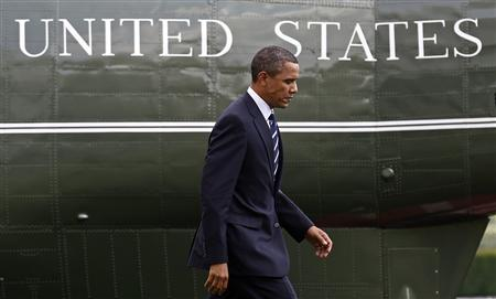 U.S. President Barack Obama walks back to the Oval Office after stepping off Marine One on the South Lawn at the White House in Washington July 30, 2010. REUTERS/Jim Young