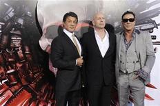 """<p>Foto de archivo de los actores Sylvester Stallone (I), Bruce Willis (C) y Mickey Rourke (D) en la presentación oficial de """"The Expendables"""" en Los Angeles. Ago 3, 2010. REUTERS/Phil McCarten</p>"""
