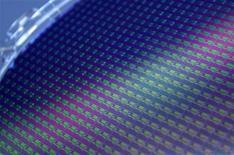 <p>Les ventes mondiales de semi-conducteurs ont augmenté de 1,2% en juillet par rapport à juin, à 25,2 milliards de dollars (19,8 milliards d'euros), en dépit de l'accumulation des signes de ralentissement de la croissance économique globale, relève la Semiconductor Industry Association (SIA), l'une des principales fédérations du secteur. /Photo d'archives/REUTERS/Pichi Chuang</p>
