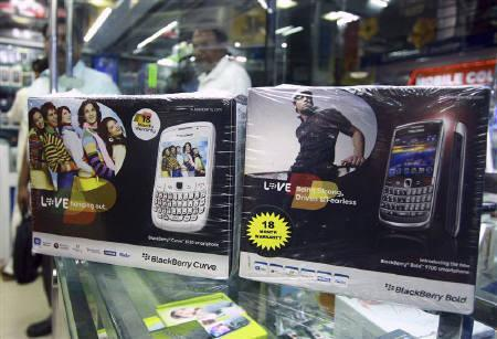 BlackBerry handset boxes are displayed for sale at a mobile phone shop in Kochi August 26, 2010.REUTERS/Stringer