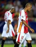 <p>Luís Fabiano do Sevilla durante jogo contra o Braga na Liga dos Campeões. O atacante renovou seu contrato com o Sevilla por mais dois anos. até 2013 24/08/2010 REUTERS/Marcelo Del Pozo</p>