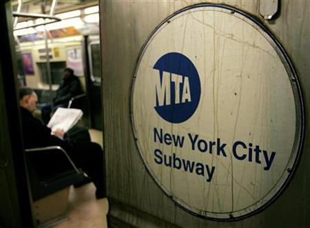 A Metropolitan Transit Authority (MTA) subway makes a stop at the Union Square stop in New York, December 15, 2005. REUTERS/Jeff Zelevansky