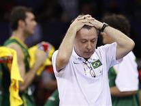 <p>Técnico da seleção brasileira de basquete, Ruben Magnano, reage após derrota por dois pontos ante os EUA no Mundial de Basquete. REUTERS/Murad Sezer</p>
