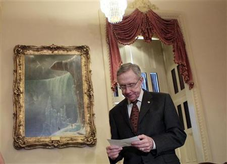 U.S. Senate Majority leader Harry Reid (D-NV) reviews his notes as he waits for Britain's Prime Minister David Cameron to arrive for a meeting on Capitol Hill in Washington July 20, 2010. REUTERS/Jim Young