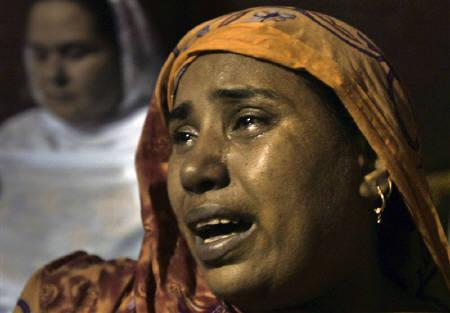 A woman cries upon hearing the death of her relative at General Hospital after a bomb attack during Shi'ite Muslim procession in Lahore September 1, 2010. REUTERS/Mani Rana