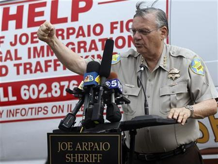 Maricopa County Sheriff Joe Arpaio talks with the media before an organized crime sweep in Phoenix, Arizona, July 29, 2010.REUTERS/Rick Scuteri