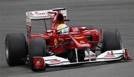 <p>Piloto Felipe Massa realiza curva durante o GP da Bélgica. A entidade que comanda a Fórmula 1 investiga como o brasileiro fez uma largada falsa na corrida no fim de semana passado. 28/08/2010 REUTERS/Stefan Wermuth</p>