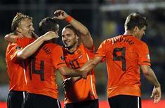<p>Klaas-Jan Huntelaar, da Holanda, comemora gol em goleada de 5 x 0 sobre San Marino. REUTERS/Giampiero Sposito</p>