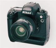 <p>Фотоаппарат Nikon представлен в Токио, 16 февраля 1999 года. Nikon Corp готовит к выпуску модель фотоаппарата, которая может создать новый рынок, сообщил в интервью Рейтер президент компании Макото Кимура. Photographer:REUTERS/HO Old</p>
