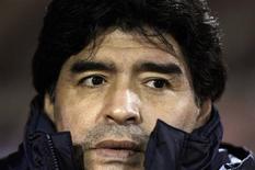 <p>Diego Maradona, que comemorá seu 50o aniversário no próximo mês, deseja marcar a data com um jogo beneficente no Napoli, seu ex-clube. REUTERS/Marcos Brindicci</p>