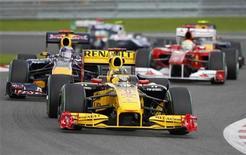 <p>Carros da F1 durante o GP da Bélgica, em Spa Francorchamps. 29/08/2010 REUTERS/Thierry Roge</p>