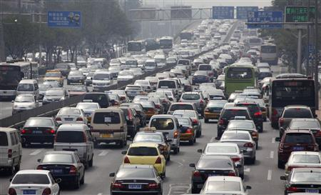 Cars are seen in a traffic jam in the second ring road in Beijing September 9, 2010. Automakers in China shipped 1.02 million passenger cars to dealers in August, up 18.7 percent from a year earlier, the official China Association of Automobile Manufacturers (CAAM) said on Thursday. REUTERS/Petar Kujundzic