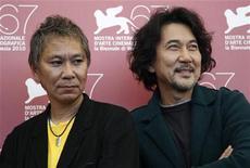 """<p>Diretor Takashi Miike (esq) com o ator Koji Yakusho do filme """"13 Assassins"""" no Festival de Veneza. 09/09/2010 REUTERS/Tony Gentile</p>"""