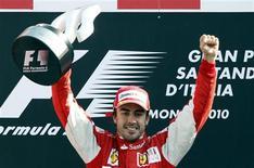 <p>Fernando Alonso guiou a Ferrari a uma vitória há muito tempo esperada em um Grande Prêmio em casa neste domingo. 12/09/2010 REUTERS/Giampiero Sposito</p>