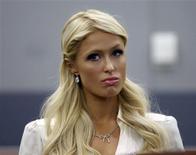 <p>Paris Hilton se declarou culpada nesta por posse de cocaína e foi multada em 2.000 dólares por um juiz de Las Vegas. Ela terá de cumprir 200 horas de serviços comunitários. REUTERS/Las Vegas Sun/Steve Marcus</p>