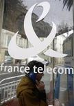 <p>Selon des sources du secteur, France Télécom est sur le point de signer un accord en vue de racheter 40% de Meditel, le deuxième opérateur télécoms marocain. /Photo d'archives/REUTERS/Eric Gaillard</p>