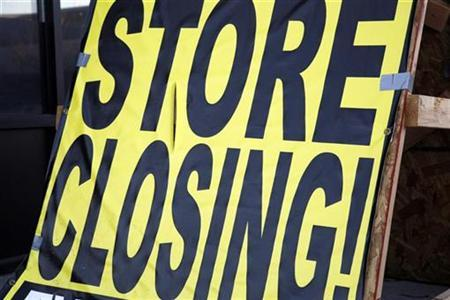A store closing sign sits outside a Blockbuster movie rental store recently closed in Superior, Colorado November 19, 2009. REUTERS/Rick Wilking
