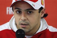 <p>Piloto da Ferrari Felipe Massa fala com a imprensa antes do GP da Bélgica em agosto. Considerando o fiasco no pit stop de Felipe Massa no primeiro GP de Cingapura, serve de alento ao piloto da Ferrari o fato de neste ano o reabastecimento não ser permitido. 26/08/2010 REUTERS/Francois Lenoir/Arquivo</p>