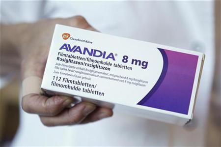 Pharmacy staff holds a package of the diabetes drug Avandia in a pharmacy in Berlin, July 14, 2010. REUTERS/Thomas Peter