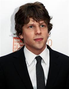 Actor Jesse Eisenberg arrives at the premiere of ''The Social Network'' in New York, September 24, 2010. REUTERS/Eric Thayer