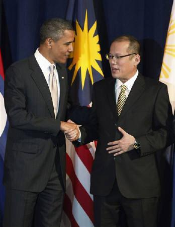 U.S. President Barack Obama shakes hands with Philippines President Benigno Aquino III during a group picture at a meeting between President Obama and ASEAN leaders in New York, September 24, 2010.  REUTERS/Jason Reed
